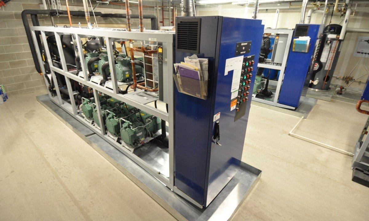 Hillphoenix's Advasnor transcritcal CO2 rack